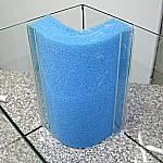 Filterschwamm zwischen Glasstreifen stecken